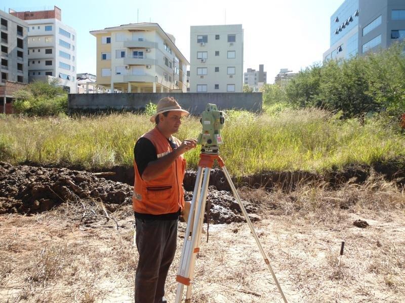 Serviços topográficos execução e controle